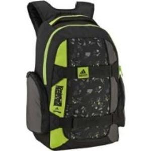 Яркий школьный рюкзак с желтой вставкой.